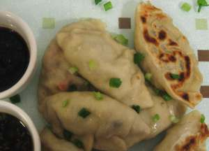 Pot stickers with dipping sauce, vegan