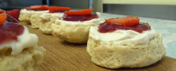 sonces with vegan cream and jam