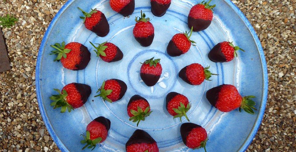Vegan Choc Strawberries | Fairfoods